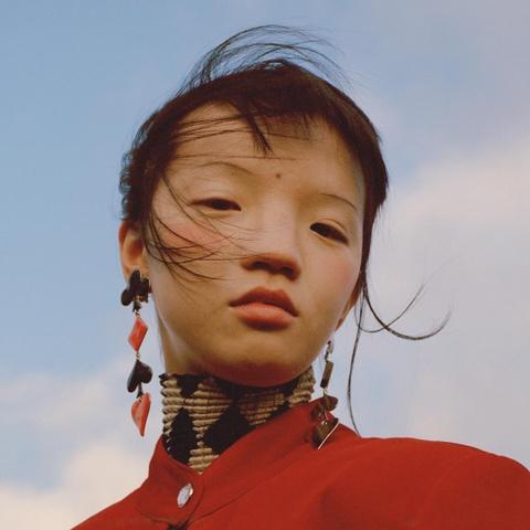 Nguoi mau Thuong Hai duoc Vogue khen, nhung bi dan mang Trung Quoc che hinh anh 5