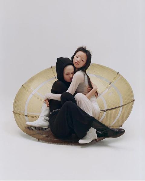 Nguoi mau Thuong Hai duoc Vogue khen, nhung bi dan mang Trung Quoc che hinh anh 6
