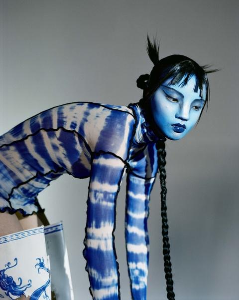 Nguoi mau Thuong Hai duoc Vogue khen, nhung bi dan mang Trung Quoc che hinh anh 7