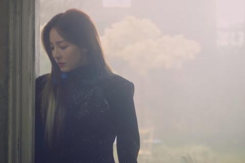 Park Bom tro lai Kbiz trong hinh anh diu dang day chat tho hinh anh 7