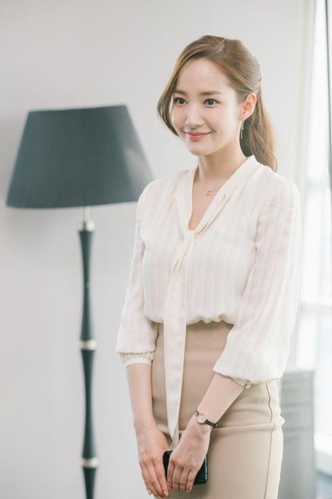 Thoi trang cua Park Min Young xuong cap sau khi dong vai Thu ky Kim? hinh anh 1