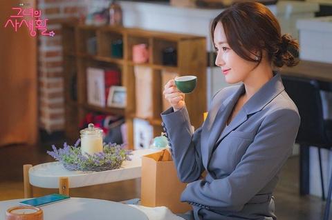 Thoi trang cua Park Min Young xuong cap sau khi dong vai Thu ky Kim? hinh anh 8