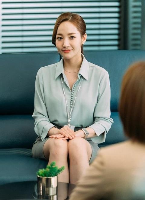Thoi trang cua Park Min Young xuong cap sau khi dong vai Thu ky Kim? hinh anh 4