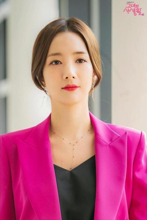 Thoi trang cua Park Min Young xuong cap sau khi dong vai Thu ky Kim? hinh anh 9