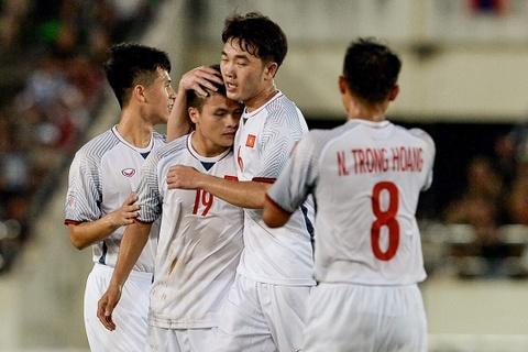 Duong Hong Son tin tuong DT Viet Nam se vao chung ket AFF Cup hinh anh