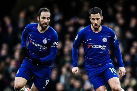 HLV Sarri dung Higuain du do Hazard o lai Chelsea hinh anh