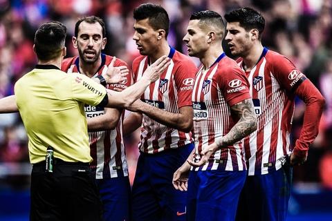 HLV Simeone tu choi do loi cho VAR sau that bai truoc Real Madrid hinh anh