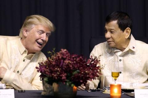 Tong thong Trump boi roi truoc man bat tay kieu ASEAN hinh anh 7