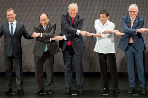Tong thong Trump boi roi truoc man bat tay kieu ASEAN hinh anh 5
