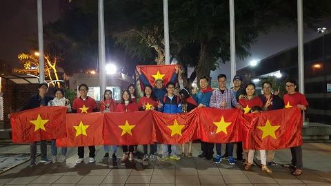 Nguoi Viet 4 phuong huong ve U23: 'Nong the nay thi vo nhiet ke' hinh anh 2