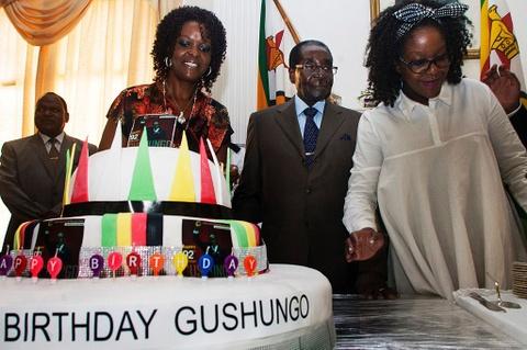Cuu tong thong Zimbabwe mat 'sieu sinh nhat' truyen thong hinh anh 4