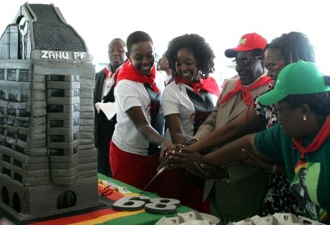 Cuu tong thong Zimbabwe mat 'sieu sinh nhat' truyen thong hinh anh 3