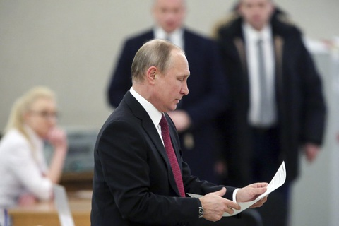 Bau cu Nga 2018: Tong thong Putin di bo phieu o Moscow hinh anh 2