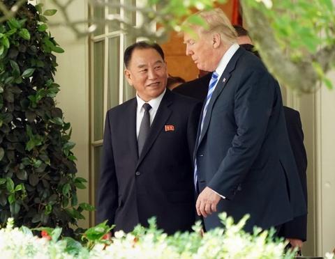Bo qua nghi thuc, Tong thong Trump don 'su gia' Trieu Tien hinh anh