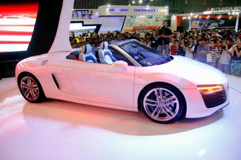 Sieu xe Audi R8 mui tran hut khach o Vietnam Motor Show 2013 hinh anh