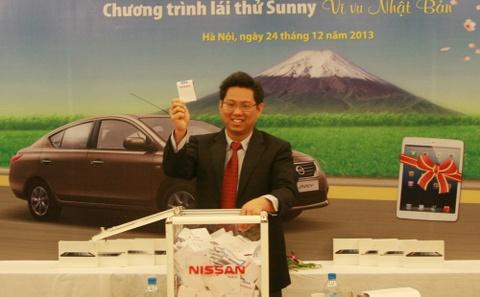 Lai thu xe Nissan Sunny, trung chuyen du lich Nhat Ban hinh anh