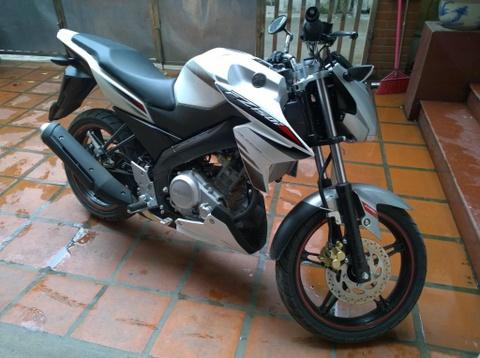 Xe con tay Yamaha FZ150i den tay khach hang Viet hinh anh