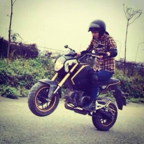 Chip Bom - nu biker 9x dam me bieu dien mo to hinh anh