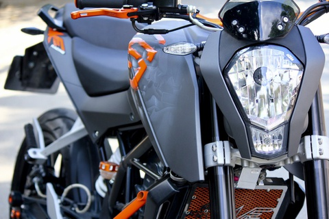 KTM 200 do dan ao phong cach Viet kieu My hinh anh