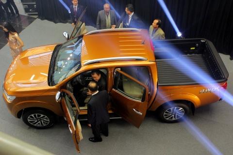 Nissan Navara 2015 ra mat voi gia tu 645 trieu dong hinh anh