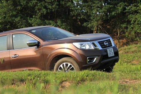 Trai nghiem Nissan Navara 2015 o bai giua song Hong hinh anh