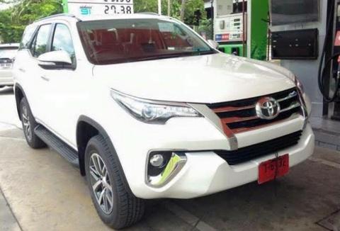 Toyota Fortuner 2016 xuat hien tren duong pho Thai Lan hinh anh