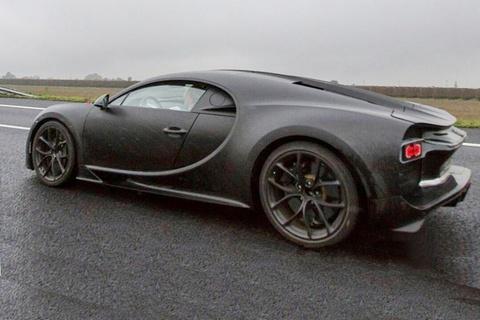 Bugatti Chiron lo anh chay thu o Italy hinh anh