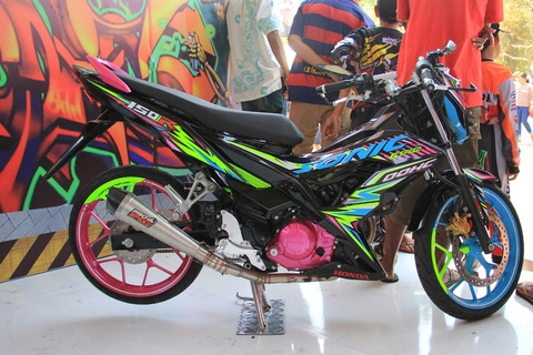 Honda Sonic 150R do mau sac sac so o Indonesia hinh anh