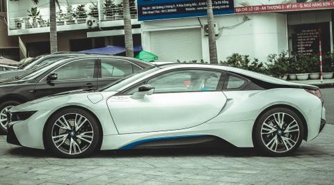 Cap sieu xe BMW i8 khoe ve dep tren duong pho Da Nang hinh anh 3