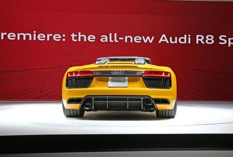 Audi R8 Spyder V10 2017 ra mat o trien lam New York hinh anh 3