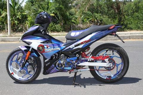 Exciter 150 son chuyen mau va len do choi cua biker Phu Yen hinh anh