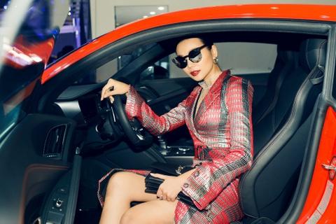 Thuy Tien goi cam ben dan xe sang Audi hinh anh 6