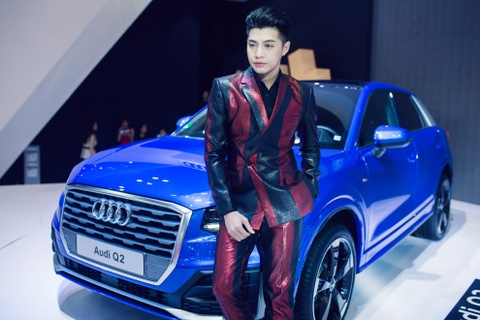 Thuy Tien goi cam ben dan xe sang Audi hinh anh 8