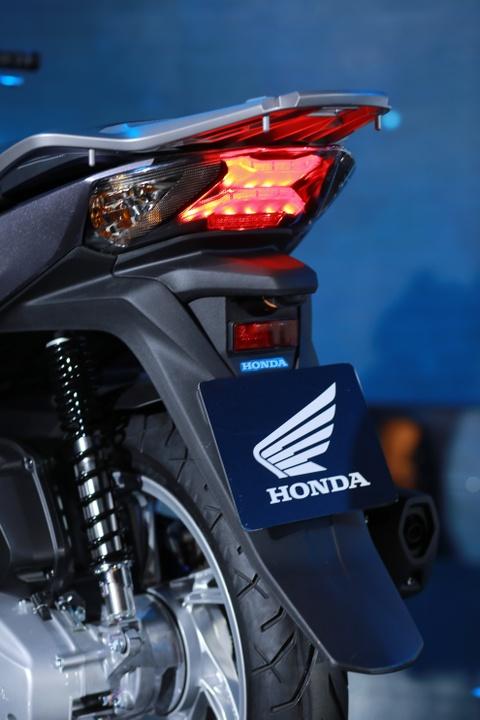Anh thuc te Honda SH 2017 gia tu 68 trieu vua ra mat o VN hinh anh 9