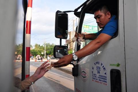 De nghi mien ve qua tram BOT Bien Hoa cho oto dua don cong nhan hinh anh