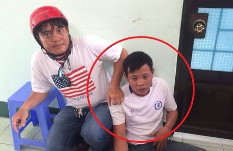 'Hiep si' tom gon nghi can trom xe may dua qua Campuchia ban hinh anh
