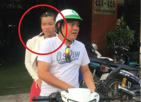 Bi gai ban dam lay trom xe may sau cuoc 'may mua' o khach san hinh anh