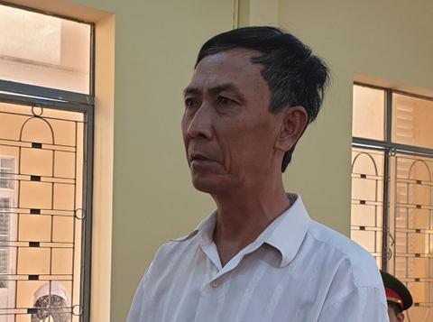 Phạt tù người đàn ông dâm ô 3 học sinh của vợ