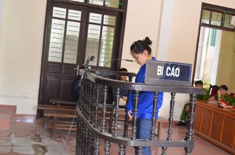 Nguyen nu can bo cong an tinh linh an chung than hinh anh