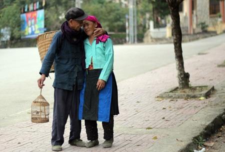 Vo chong H'mong hon nhau lang man hon... phim Han Quoc hinh anh