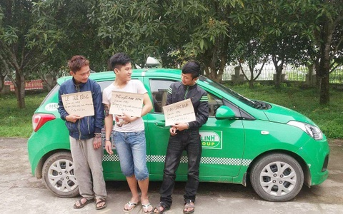 Truy bat 3 con nghien hung han cuop taxi trong dem hinh anh