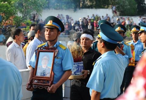 Hang nghin nguoi tien biet dai ta phi cong Tran Quang Khai hinh anh 3