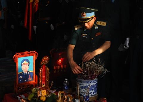 Hang nghin nguoi tien biet dai ta phi cong Tran Quang Khai hinh anh 5
