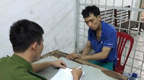Cảnh sát giải cứu kẻ cướp giật bị kẹt dưới… cống