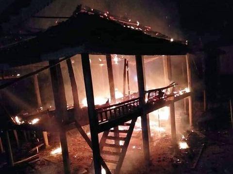 Giận vợ, chồng phóng hỏa đốt nhà