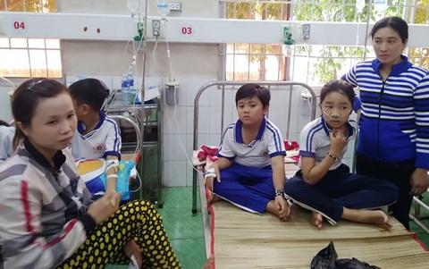 Hai y sĩ bị kỷ luật trong vụ 84 học sinh nhập viện sau khi súc miệng