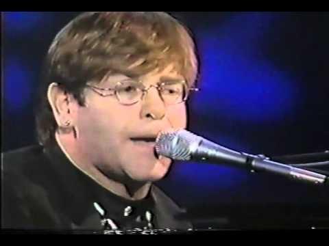 Can You Feel the Love Tonight - Elton John (Oscar 1995) hinh anh
