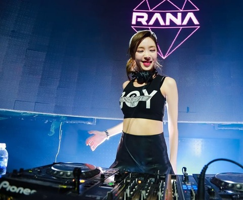 Nu DJ Han chay het minh trong dem dien tai Ha Noi hinh anh 1
