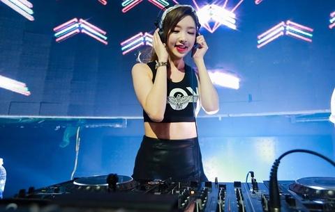 Nu DJ Han chay het minh trong dem dien tai Ha Noi hinh anh 4