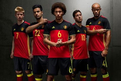 Top 10 doi tuyen co ao thi dau dep nhat Euro 2016 hinh anh